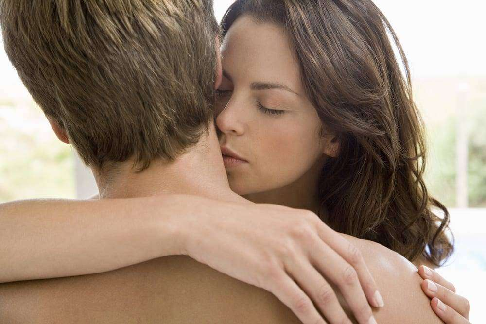 how to kiss a girl on the neck № 256578
