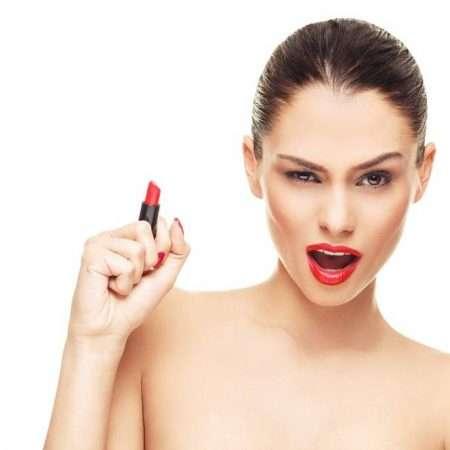 Akcja z rozmazywaniem szminki