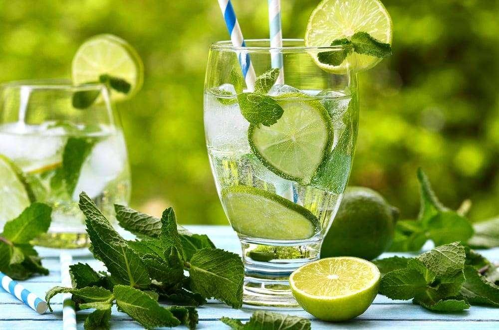 mycie zebow a woda z cytryna