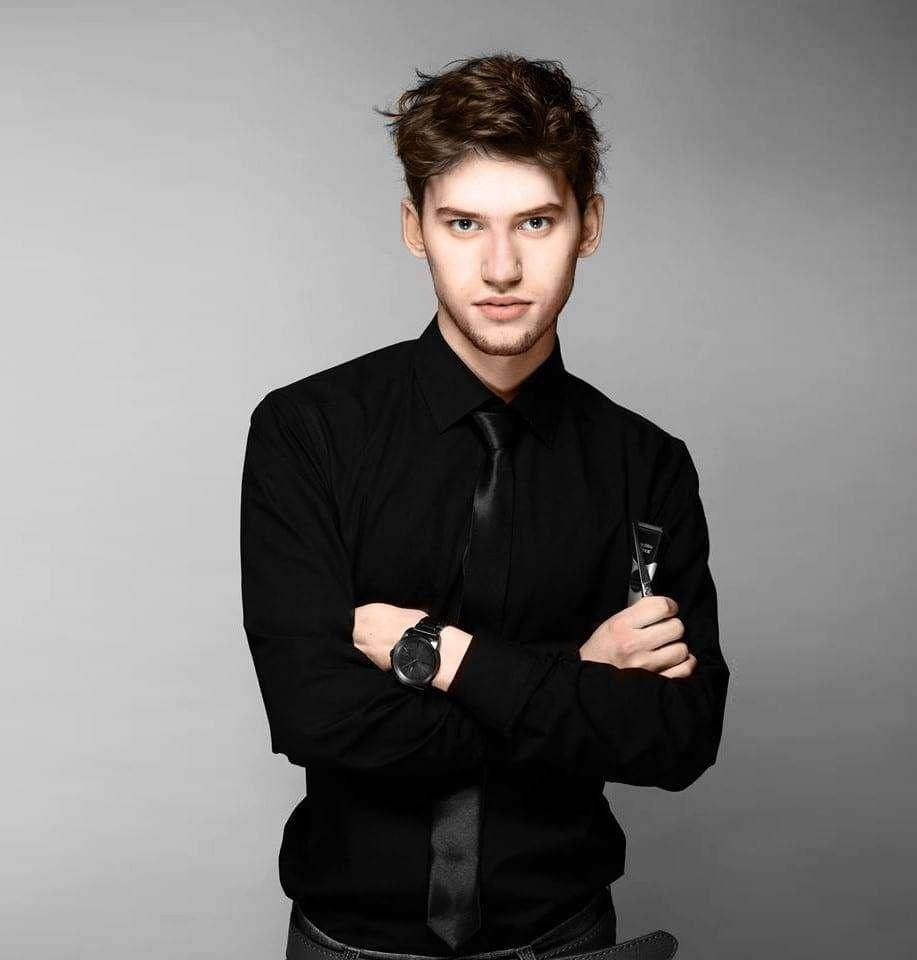 Wojciech Stasiak, stylista fryzur i ekspert kampanii Moja REGENeracja