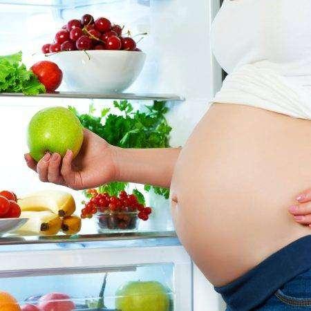Co jeść w trakcie ciąży, a czego unikać?