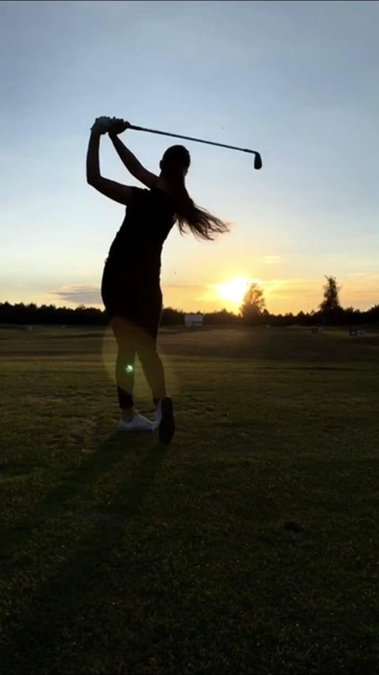 Brunetki, blondynki, czyli kobieca strona golfa