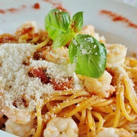 Bezglutenowe spaghetti z krewetkami
