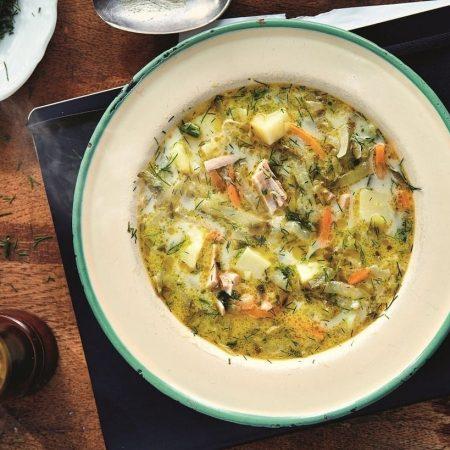 Przepis na tradycyjną zupę ogórkową