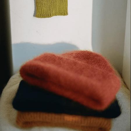 Haftowanie i dzierganie – babcine zajęcia wracają do mody