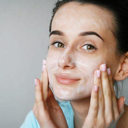 Czym myć twarz?