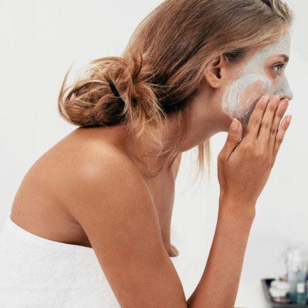 Jak dbać o skórę jesienią