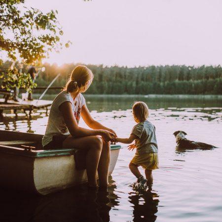 Jakich miejsc unikać z dzieckiem?