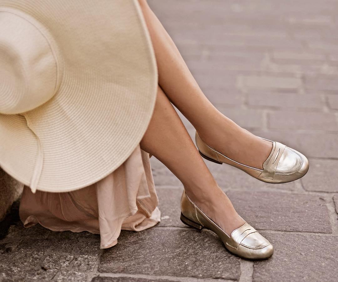 Pin by Joanna on Buty | Płaskie buty, Modne buty, Buty