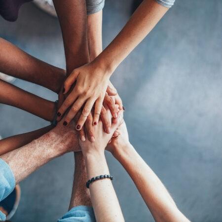 Dobroczynność – dlaczego lubimy się dzielić?
