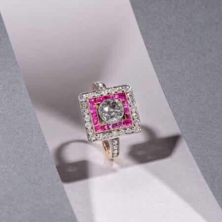 Biżuteria. Dzieła sztuki jubilerskiej XIX i XX wieku