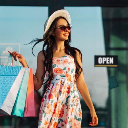 Letnie sukienki: do pracy, na urlop i na wyjątkowe okazje